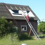 2009 - die Dachschilder werden montiert