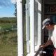 2014 - ab April konnte Ann auch die Fensterrahmen im Haus malern