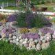 2015 - wir entwickeln unseren Cafégarten - hier mit einer Steinpartie auf dem Hof